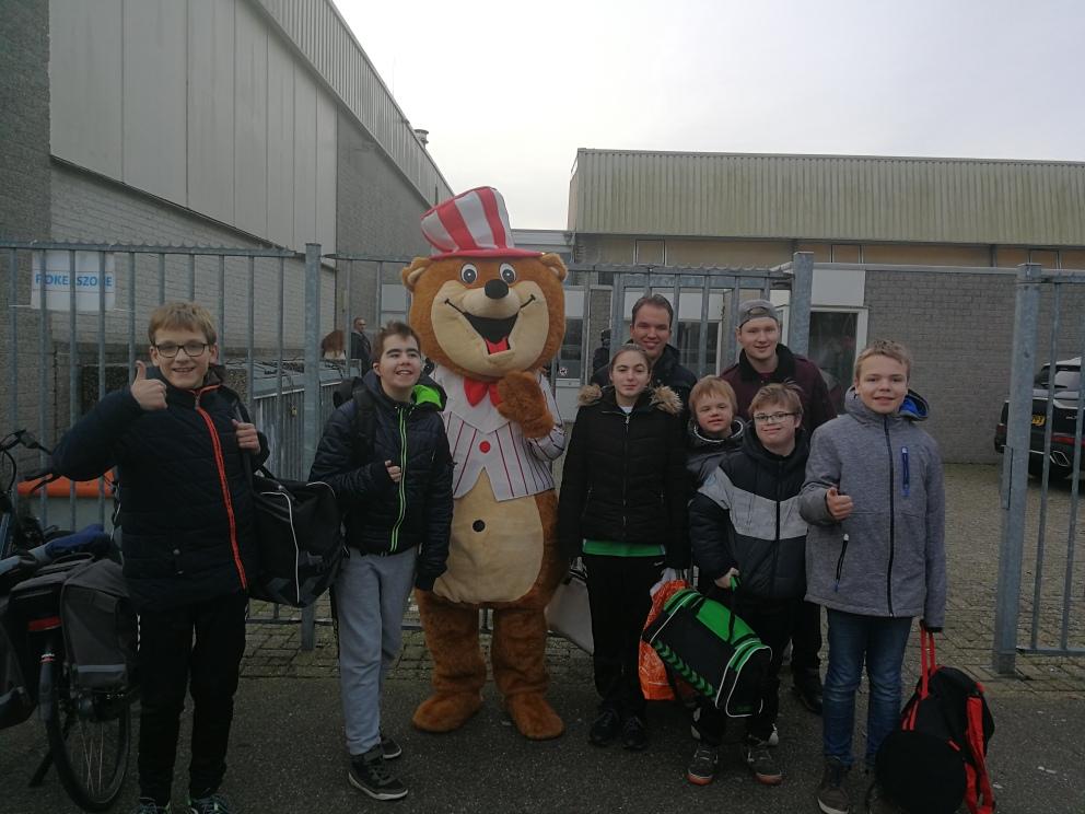 G team aanwezig bij het grote Eindejaar-Indoor (Passend) voetbal Sport en Speldag.